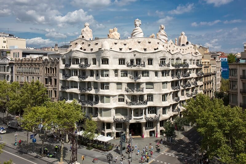 casa-mila-la-pedrera-gaudi-barcelona_0